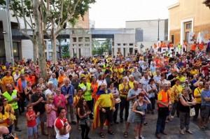 Assaig de la Via Catalana a Sants, el 30 d'agost, públic de l'acte previ vist des de l'escenari