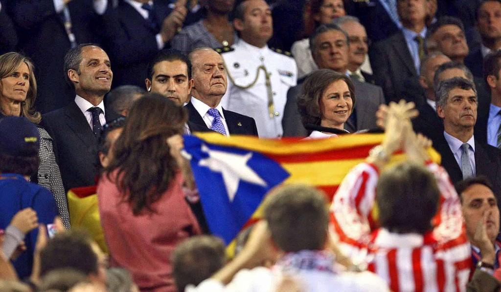 L'estelada i el Regne d'Espanya (foto de directe.cat, notícia del 14 de maig de 2009)