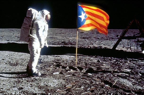 Estelada a la Lluna (foto retocada amb Photoshop)