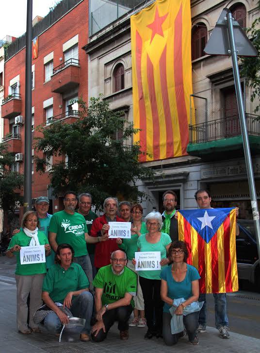 Solidaritat amb Jaume Sastre, davant del Centre Social de Sants