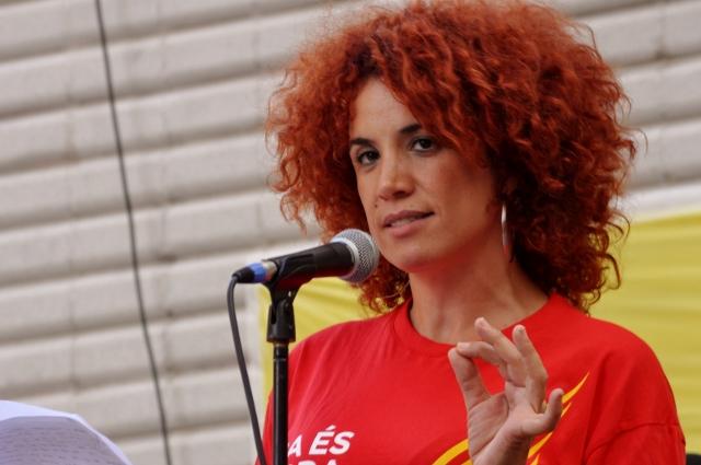L'actriu Lali Feliu, presentadora de l'acte previ a l'assaig de la V a Sants
