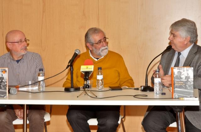 Pere Baltà, president de la Fundació Paco Candel, presenta el llibre de Vicenç Villatoro Un home que se'n va, a la Marina de Sants, el 5 de març de 2015