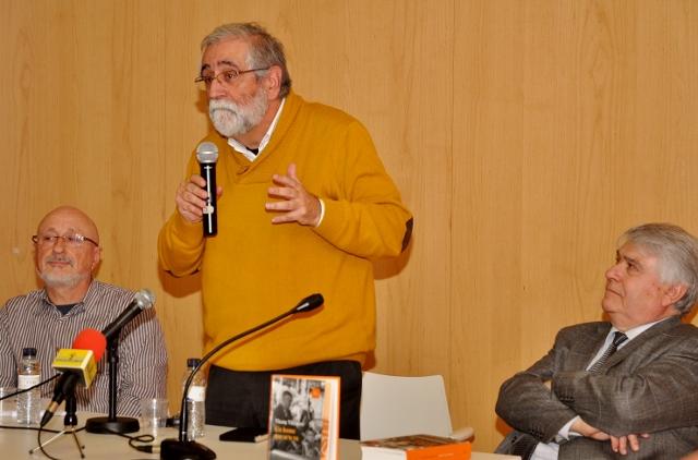 Vicenç Villatoro, dret tot el debat presentació sobre Un home que se'n va, a la Marina de Sants, el 5 de març de 2015