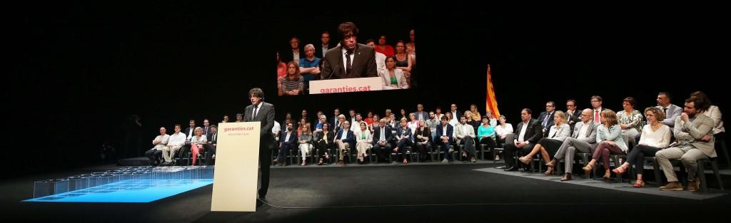 Carles_Puigdemon_en_la_presentació_pública_de_la_llei_del_referèndum_2017_al_Teatre_Nacional